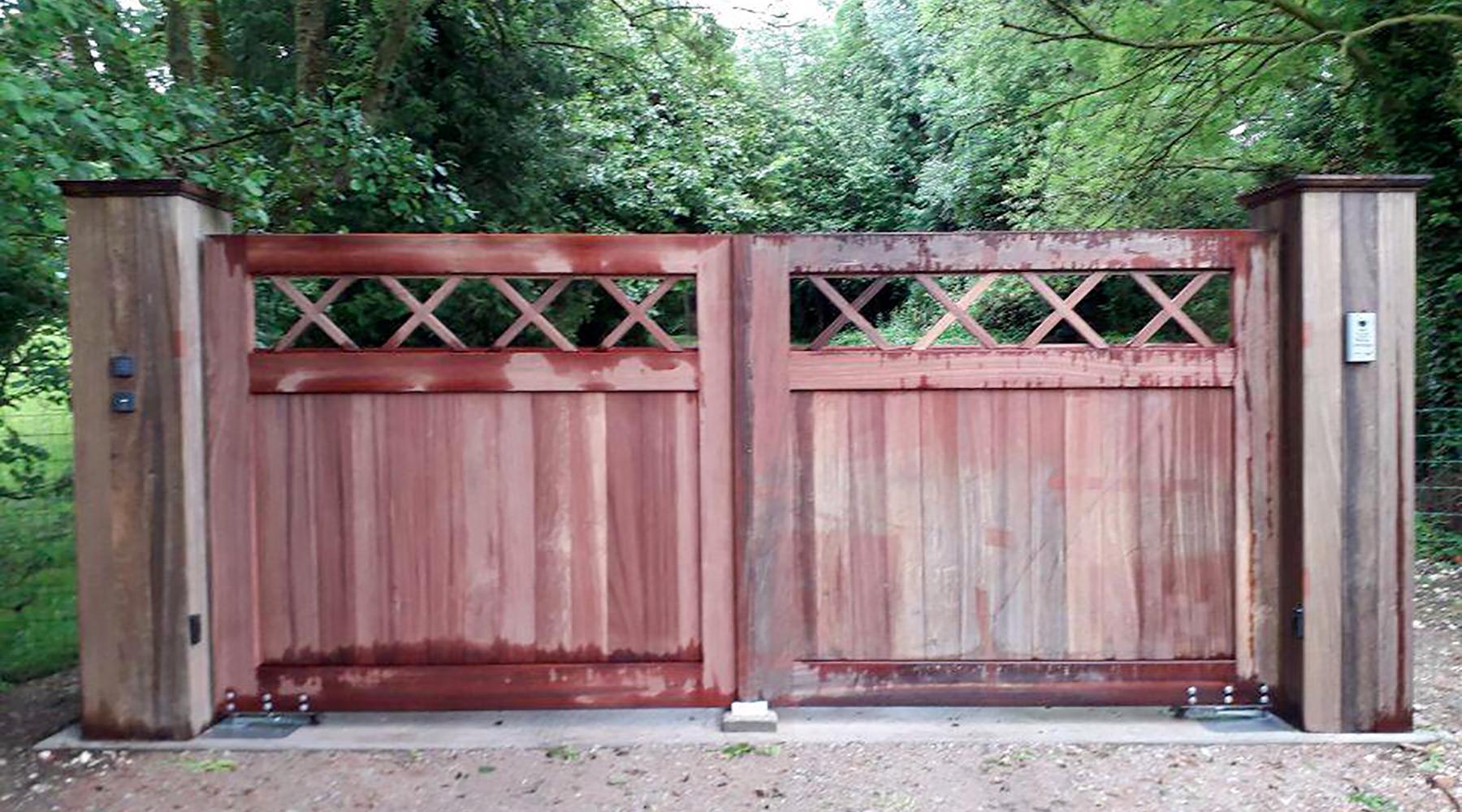 Installateur de portail et portillon en bois | Paysages Conseil