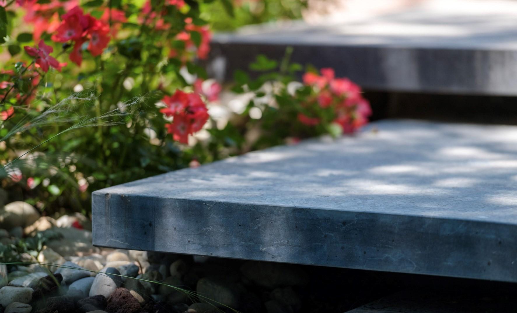Aménagement de terrasse en pierre reconstitué