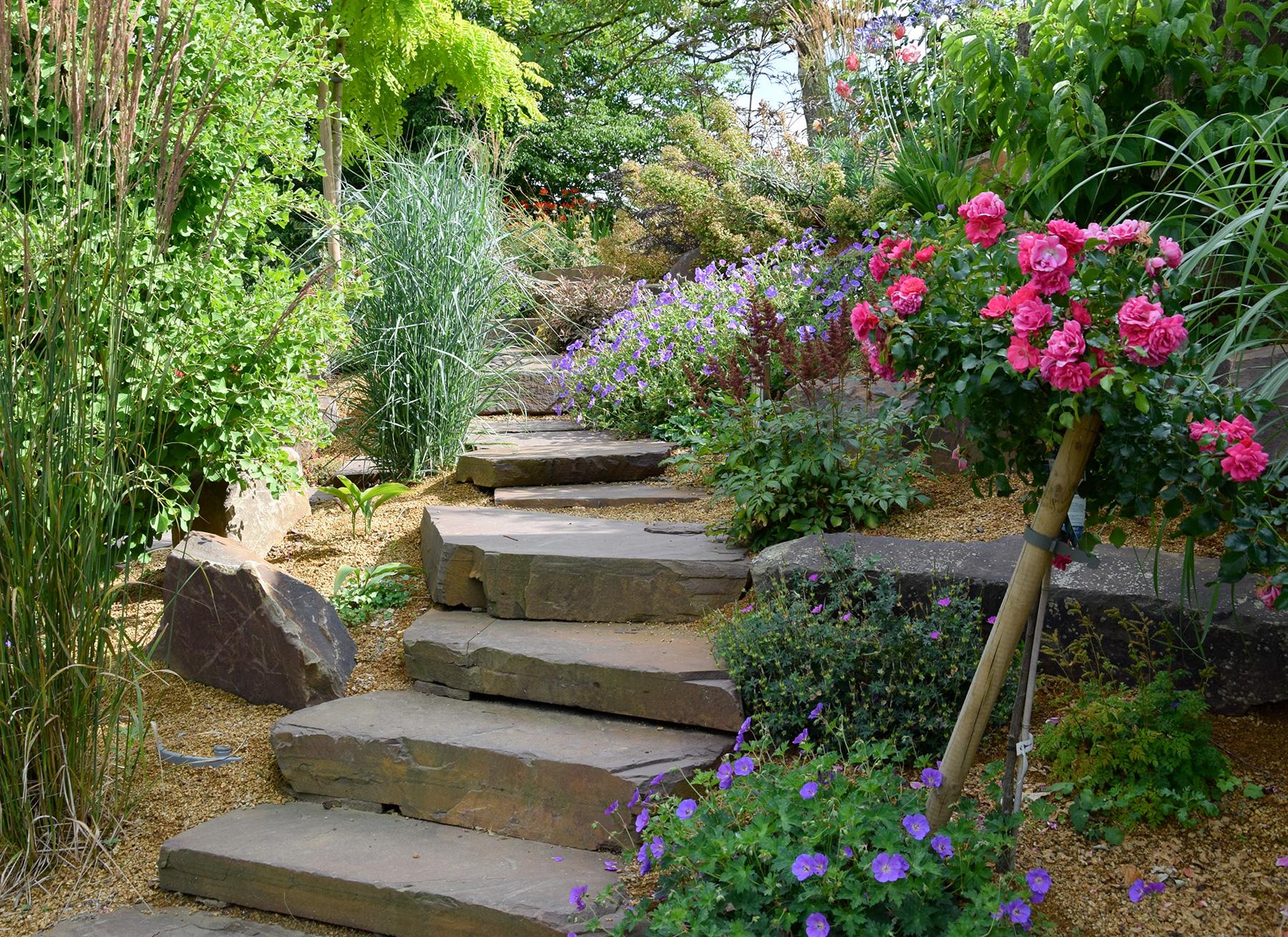 Entrée De Maison Avec Marche escalier de jardin - aménagement d'escalier extérieur