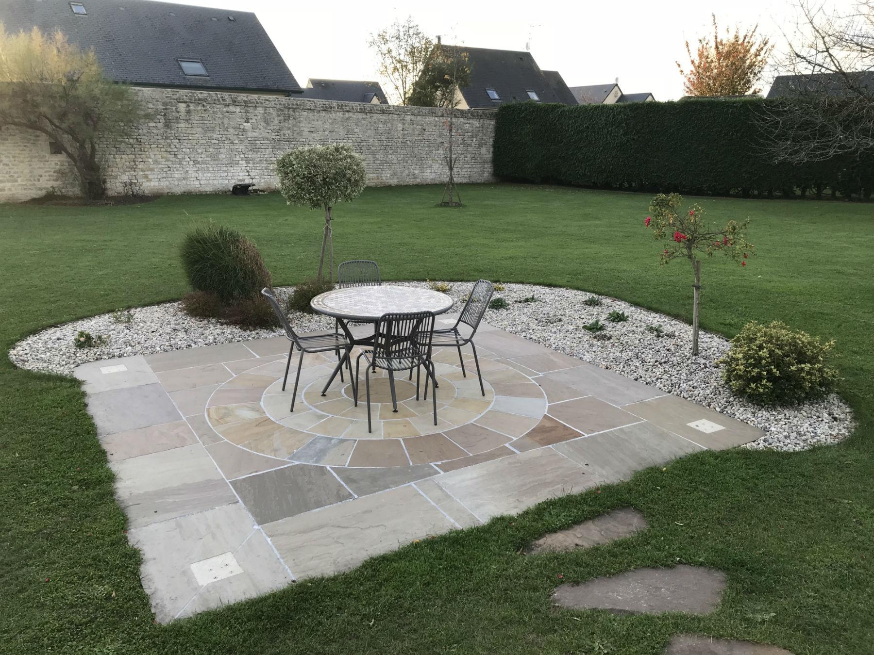 Aménagement de terrasse en pierre naturelle - Aménagement ...