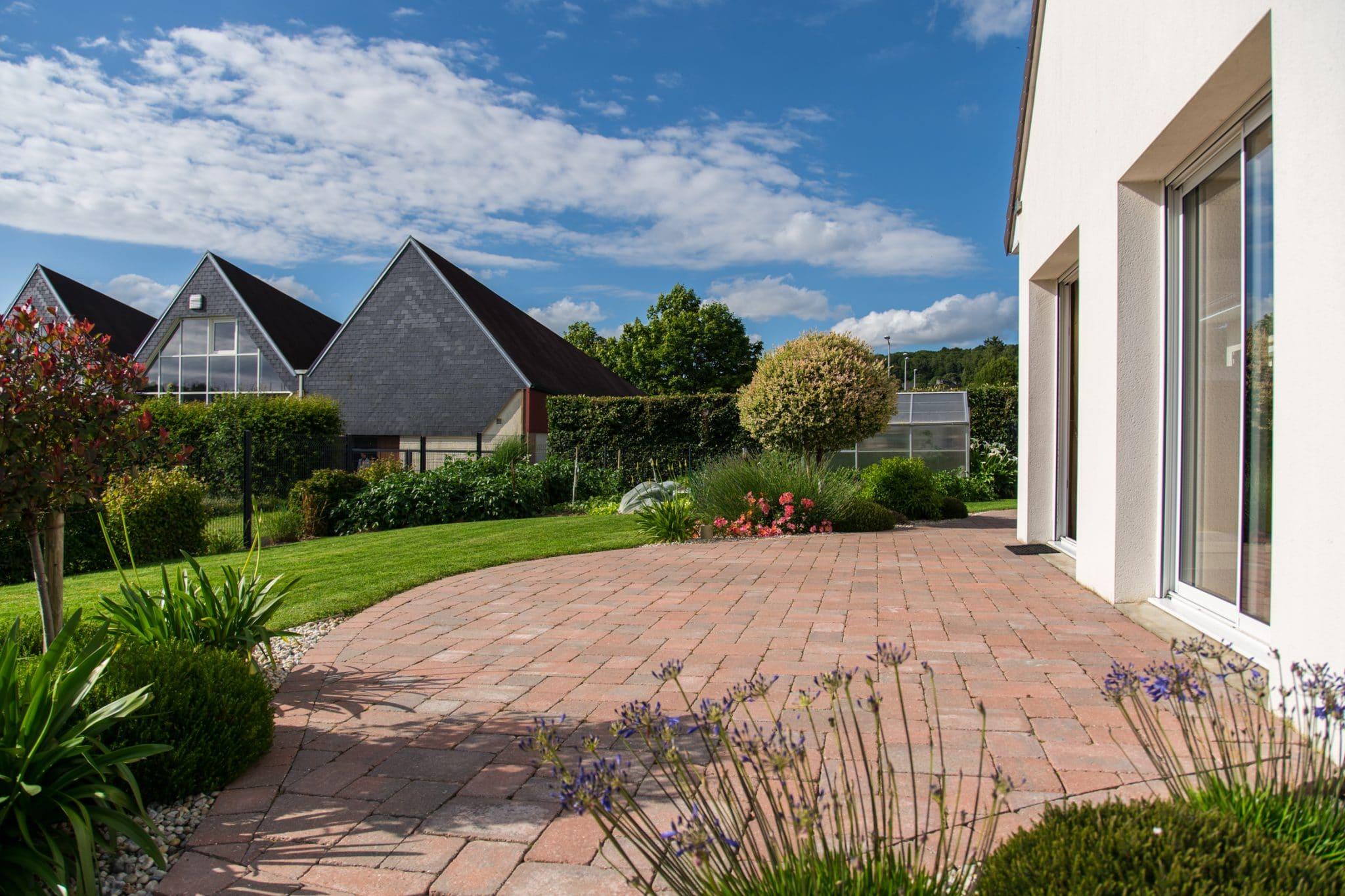 Une terrasse en pavé reconstitués, Calvados