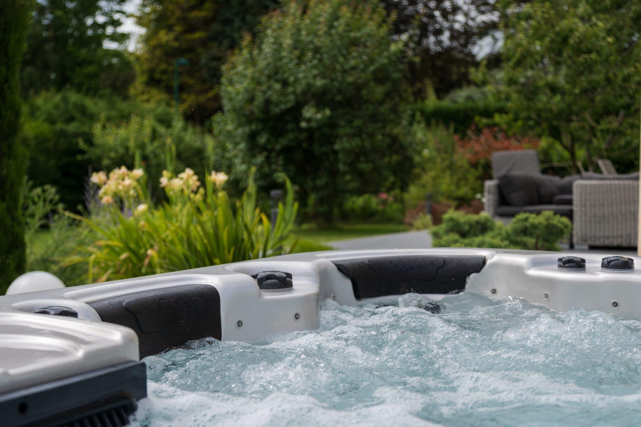 Intégration d'un spa dans un jardin, Manche